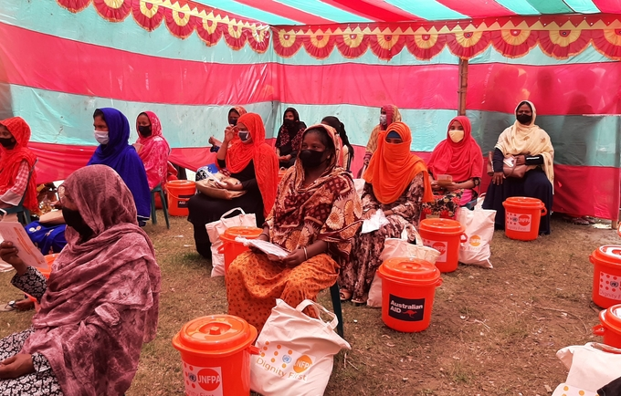 UNFPA distributes tailor-made dignity kits for the transgender community